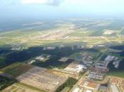 English: A view of Bush Intercontinental Airport (IAH) in Houston, shortly after takeoff on a Continental Airlines flight to Kansas City - Friday 28 July 2006. This view is looking toward the northeast.