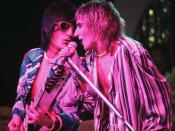 English: Rod Stewart (right) and Ronnie Wood (left) of the band Faces, in concert 1975
