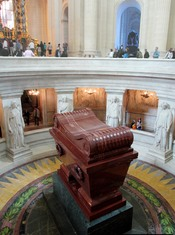 English: Sarcophagus of Napoleon Bonaparte at Les Invalides, Paris, France.