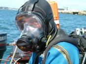 English: A diver wearing an Ocean Reef full face mask Deutsch: Ein Taucher, der eine Vollgesichts-Tauchmaske trägt