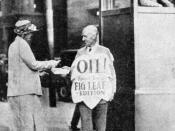 "English: Upton Sinclair himself, selling the ""Fig Leaf Edition"" of his book Oil! in Boston. Česky: Upton Sinclair prodává na ulici svou knihu Petrolej! Jedná se o protest proti zákazu knihy v Bostonu."