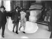 English: Upton Sinclair wearing a white suit and armband picketing the Rockefeller Building in New York City