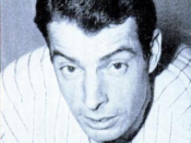 English: New York Yankees centerfielder and Hall of Famer Joe DiMaggio in a 1951 issue of Baseball Digest.