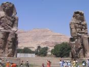 Lietuvių: Autoriaus nuotrauka, 2006.04.14. Memnono kolosai. Nuotrauka gali būti platinama pagal GFDL licenciją.