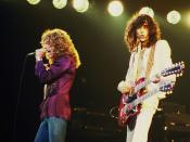 English: Robert Plant (left) and Jimmy Page (right) of Led Zeppelin, in concert in Chicago, Illinois Italiano: Robert Plant (sinistra) e Jimmy Page (destra) dei Led Zeppelin durante un concerto a Chicago, Illinois
