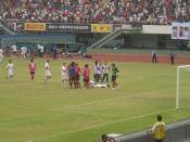 English: Chinese Football Association Super League ShenZhen hongzuan VS HeNan jianye 中文(简体): 2009年中国足球超级联赛最后一轮 深圳红钻主场迎战河南建业。深圳此役全力一搏为保级,河南建业全力以赴争取联赛冠军。最终深圳主场3比1取胜。