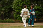 Women wearing kimonos in Tokyo, Japan [MAP]