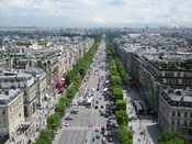 English: A view of the Champs-Élysées from the Arc de Triomphe