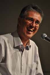 English: Psychologist Steve Biddulph speaking at Adelaide Uniting Church