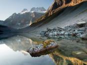 English: Lower Consolation Lake in Banff National Park in Alberta, Canada. Deutsch: Lower Consolation Lake im Banff Nationalpark, Alberta Français : Lac Consolation dans le Parc national Banff en Alberta (Canada).