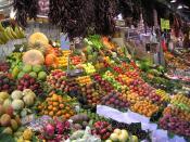 English: Fruit on display at La Boqueria market in Barcelona. Français : Fruits à l'étal dans le marché de La Boqueria à Barcelone. Español: Fruta en el mercado de La Boquería, en Barcelona.