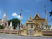 English: View of the Buddhist temple Wat Botum Vattey. Phnom Penh, Cambodia. July 2011. Français : Vue du temple bouddhiste Wat Botum Vattey. Phnom Penh, Cambodge. Juillet 2011.
