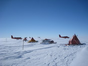 English: British Antarctic Survey fieldcamp on Pine Island Glacier