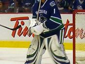 English: Vancouver Canucks goaltender Roberto Luongo in a pre-game warmup against the Boston Bruins on October 28, 2008.