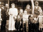 English: I have done a digital photo of an old photo from my father album, and cut it with my software. It showed the family of a friend called Castagna, from Pavullo (Italy), who emigrated to Capitan Pastene in southern Chile.