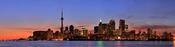 English: Panorama of Toronto. Français : Image panoramique de Toronto. Italiano: Un panorama di Toronto, al tramonto. Nella skyline si nota la CN Tower, la più alta torre per telecomunicazioni del mondo.