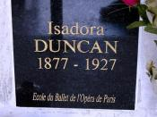English: Urn-grave of Isadora Duncan in the columbarium of Père Lachaise Cemetery in Paris.