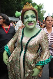 English: Participant in Princess Fiona costume at the 2009 Marcha Gay in Mexico City