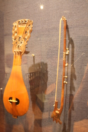 English: Different types of lyres from Crete in the Museum of Greek Traditional Music Instruments in Athens