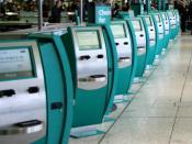 English: Dublin International Airport, Ireland. Self check-in machines of Aer Lingus airline. Polski: Lotnisko Międzynarodowe w Dublinie, Irlandia. Automaty check-in linii lotniczych Aer Lingus.