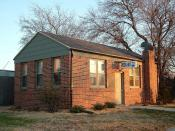 English: First Pizza Hut building at Wichita State University Campus, Kansas. This was opened on June 15, 1958 by two brothers Frank and Dan Carney attending the University of Wichita at that time, at the corner of Kellogg and Bluff. This building was mov