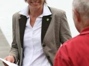 English: Member for Burrinjuck and Shadow Minister for Natural Resource Management, Katrina Hodgkinson, discussing sewerage pollution in Lake Illawarra with a local resident.
