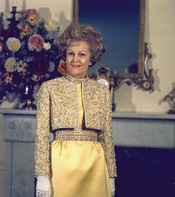 English: Portrait of Mrs. Nixon.