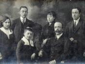 English: Family photo father Theophile Oscar De Coninck, sister Berthilde, brother Joannes, brother Camille, sister Elza, René. Nederlands: Familiefoto vader Theophile Oscar De Coninck, zuster Berthilde, broer Joannes, broer Camille, zuster Elza, René.