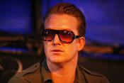 English: Josh Homme at the Eurockéennes of 2007. Français : Le chanteur Josh Homme aux Eurockéennes de 2007.