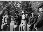 Thérèse Casgrain, third from the left; her daughters, Renée and Hélène; her mother, Lady Forget; and Mrs. Laviolette / Thérèse Casgrain, 3e à partir de la gauche, ses filles, Renée et Hélène, sa mère, Lady Forget, et Mme Laviolette