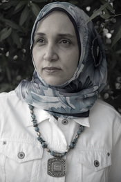English: Leila Aboulela (b. 1964), Arabic 'ليلى ابوالعلا' is a Sudanese writer and playwright.
