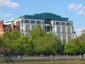 English: The Globe House, headquarters of British American Tobacco in London, as seen from River Thames Deutsch: Das Globe House, die Zentrale der British American Tobacco in London, von der Themse aus gesehen