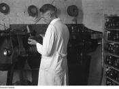 Shoemaker at a shoemaking machine in a shoe factory (Fotothek df pk 0000129 014)