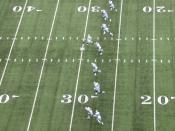 English: Dallas Cowboys kicking off.