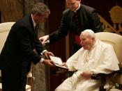 English: US President George W. Bush presents the Presidential Medal of Freedom to Pope John Paul II during a visit to the Vatican in Rome, Italy in June 2004.