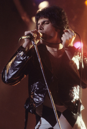 English: Freddie Mercury in New Haven, CT at a WPLR Show.