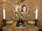 English: One of the two memorials to Diana, Princess of Wales, and Dodi Al-Fayed, located in the Harrods department store in London. The pyramid-shaped display holds a wine glass still smudged with lipstick from Diana's last dinner as well as an engagemen
