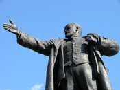 English: Statue of Vladimir Lenin outside the Finland Station in St. Petersburg, Russia. May 2008. Lenin arrived at the Finland Station in 1917 on a sealed train from Germany, to lead the Bolsheviks in the revolution of later that year.