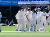 English: Ten members of the New Zealand cricket team celebrate Shane Bond's dismissal of Shoaib Malik, during a test match between Pakistan and New Zealand at the University Oval in Dunedin, New Zealand.