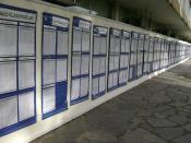 Português: Lista de candidatos na parede da Reitoria da UFMG que passaram ou foram reprovados para o vestibular 2010 da mesma Universidade, em Belo Horizonte, Brasil.