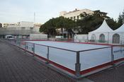 English: Mobile ice skating rink in city center. Español: Pista de hielo móvil en el centro ciudad.