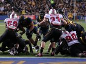 English: Maryland makes a goal line stand against California in Berkeley. Running back Jahvid Best is about to score a 2 yard touchdown.