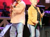 English: Connie Smith standing aside her guitar player at the Grand Ole Opry (May 18, 2007).