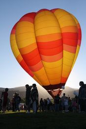 English: Hot air balloon back-lit by early sunrise during SkyFest 2010 in Cedar City, Utah