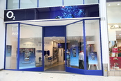 English: O2 (mobile phones, broadband, etc.) store in Banbury, UK, photographed by Stratford490.