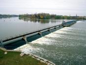 English: De Pere Dam on the Fox River at De Pere, Brown County, Wisconsin, USA. The dam is at the site of the original Rapides Des Pères (Rapids of the Fathers), the last set of rapids on the Fox River before it enters Green Bay.