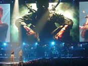 English: Eminem and Rihanna live in concert singing