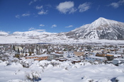 English: The town of Crested Butte with Mt. Crested Butte behind it.