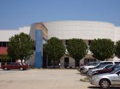 English: Houston Community College West Loop Campus - A former Incredible Universe location Español: Houston Community College West Loop Campus - Anteriormente un sucursal de Incredible Universe