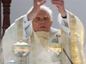 Português: Cerimônia de canonização do frade brasileiro Frei Galvão celebrada pelo papa Bento XVI no Campo de Marte em São Paulo, Brasil. (fragment)